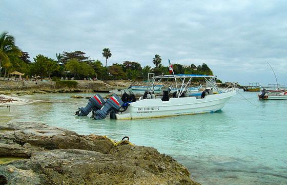 The diving boat-Serge Melki-Flickr