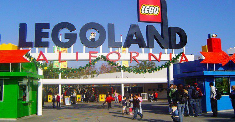 Legoland California-Editada-Entrance to Legoland-http://bit.ly/2c8adr2-Flickr