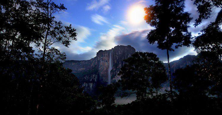 flickr-Salto Angel por la noche-capiotti