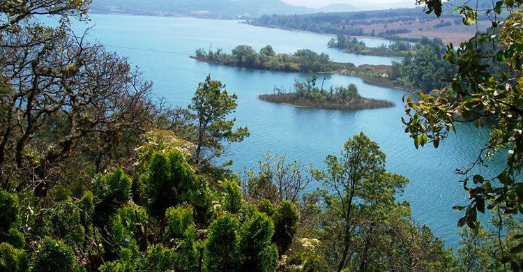 Vista desde las montañas del lago Zirahuén