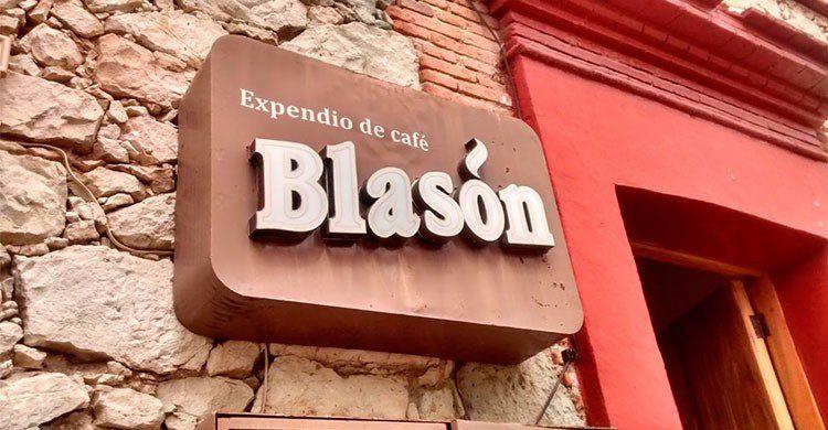 Entrada de cafetería Blasón