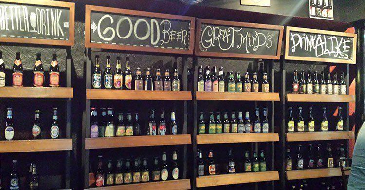 estante de cerveza artesanal