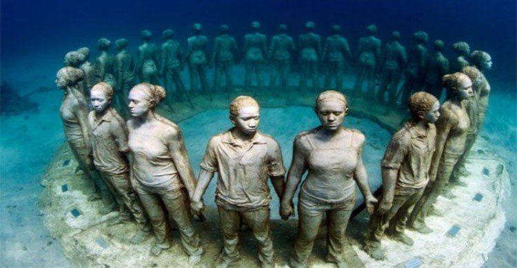 Niños bajo el mar
