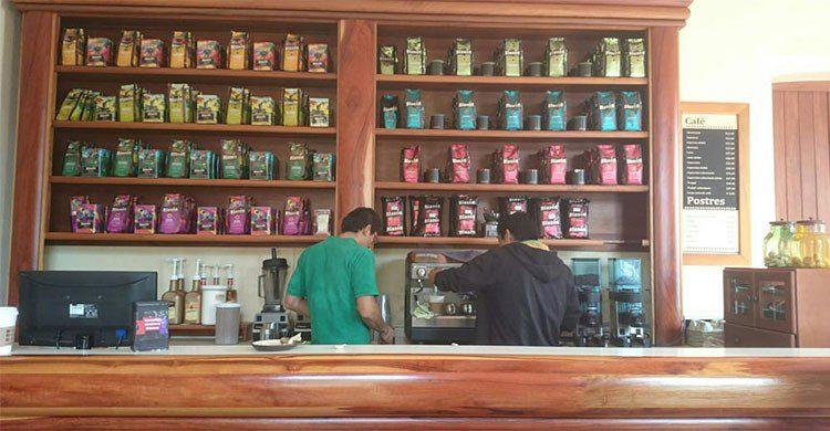 Barra de mostrador en café Blasón