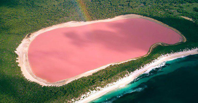 Lago de color rosa.