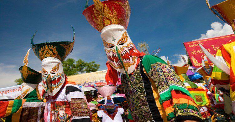 Phi Ta Khon Tailandia festival de máscaras