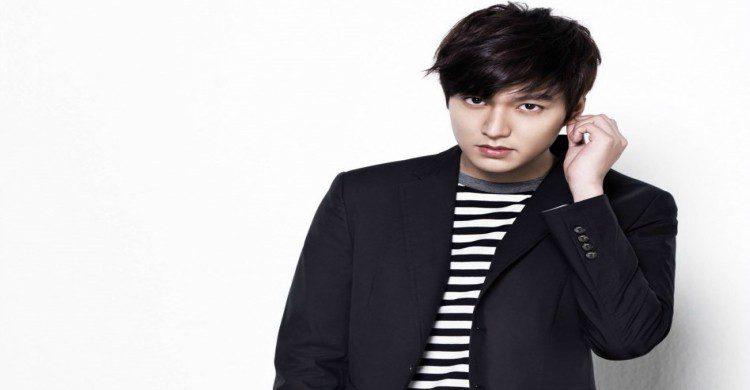 Hombre atractivo de Corea del Sur