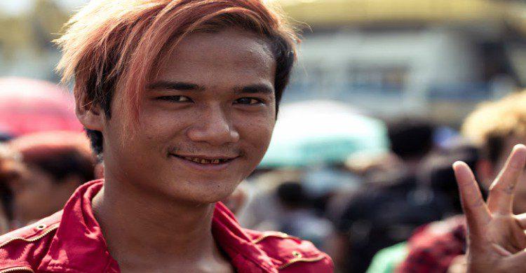 Joven moreno de Birmania