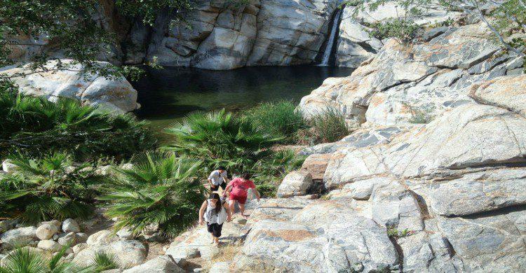 Turistas en la cima del Cañón de la Zorra