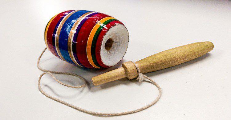 balero de madera de colores