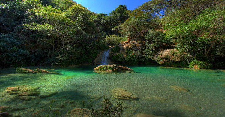 Áreas verdes en las Mil Cascadas de día