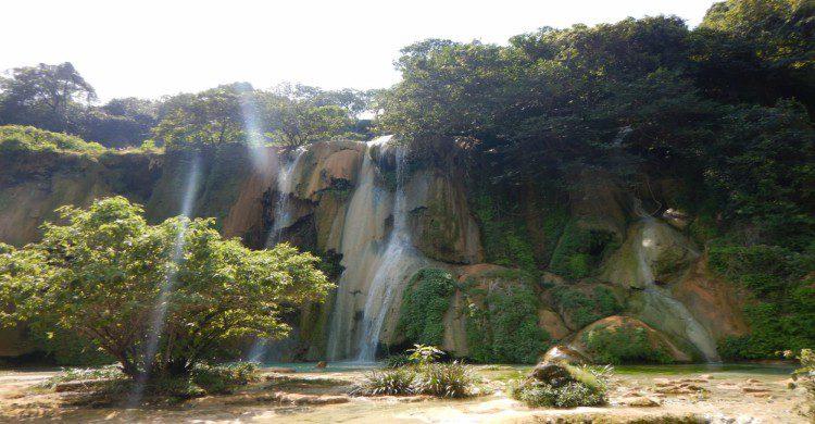 Cascadas de Las Granadas vista panorámica de día