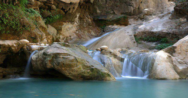 Aguas cristalinas en las cascadas de Las Granadas
