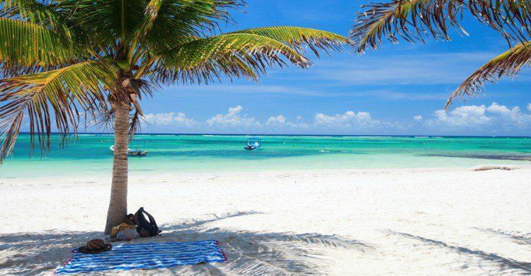Akumal, Quintana Roo palmeras, mar azul y arena blanca
