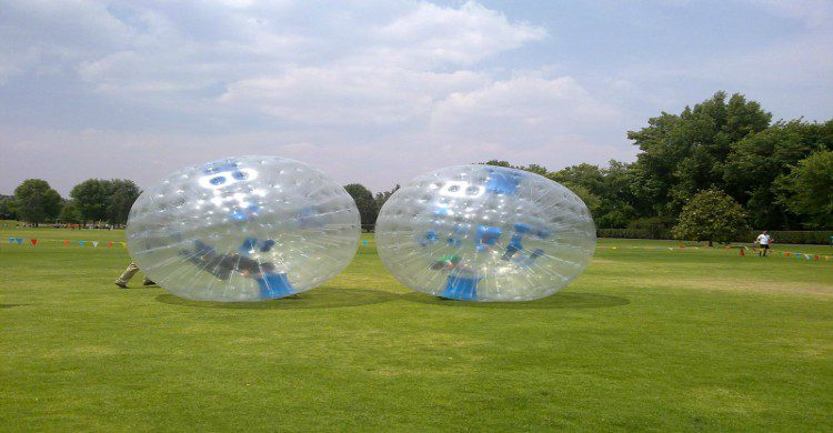 Xoxhitla, Estado de México pelotas rodantes con personas en el interior