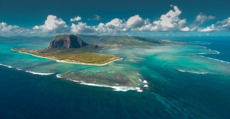 Vista panorámica de día de la isla Mauricio