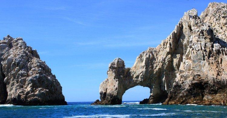 Arco de Cabo San Lucas de día con mar azul