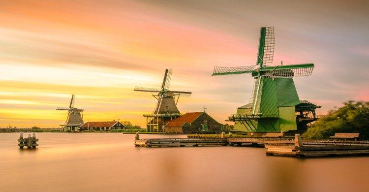 Molinos de Holanda al atardecer