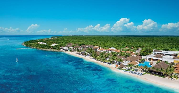 Isla de Cozumel vista panorámica de día con mar y cielo azul
