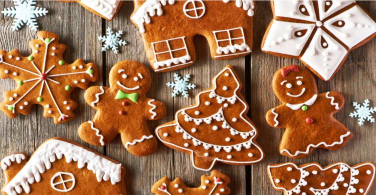 galletas de navidad con forma de muñecos y pinos