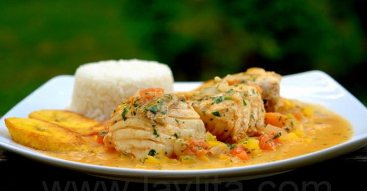 filete de pescado con arroz y verduras